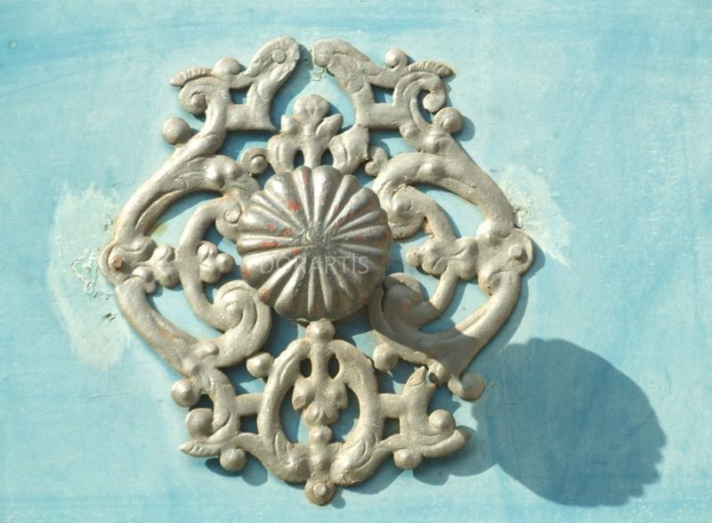 Blue-door-detail-DORARTIS