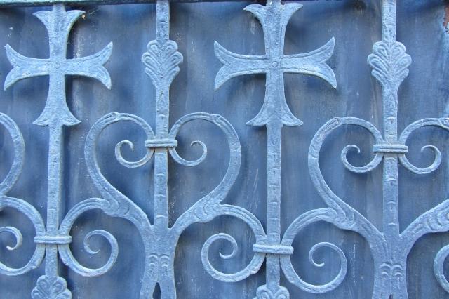 Old-fence-in-Wrocław-DORARTIS