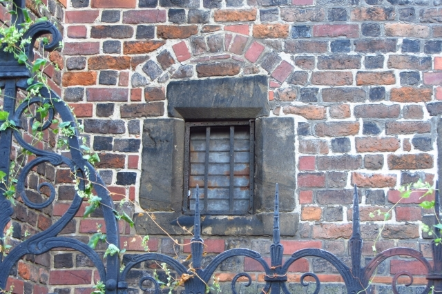 Old-window-in-Wrocław-3-DORARTIS